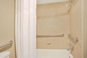A bathroom at Days Inn by Wyndham Orlando Airport Florida Mall