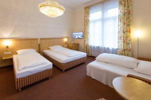 Ein Bett oder Betten in einem Zimmer der Unterkunft Hotel Uhland