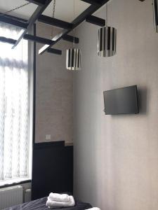 Télévision ou salle de divertissement dans l'établissement 2 Sides