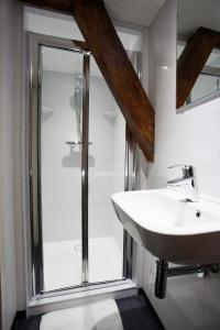 A bathroom at St Christophers Inn at The Winston