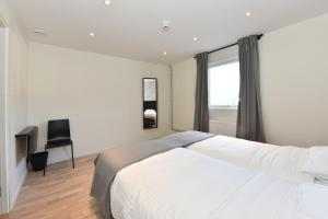 A bed or beds in a room at Måby Park & Hotell