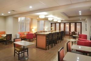 A restaurant or other place to eat at Hampton Inn Opelousas