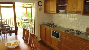 A kitchen or kitchenette at The Blue House Yungaburra
