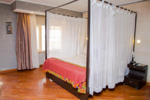A bed or beds in a room at Hotel Bon Voyage