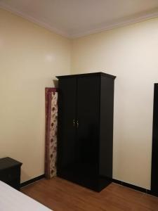Uma TV ou centro de entretenimento em Saad Palace 3