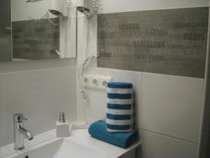 A bathroom at Gästehaus Cramer