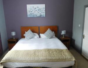 A bed or beds in a room at Anam Cara B&B