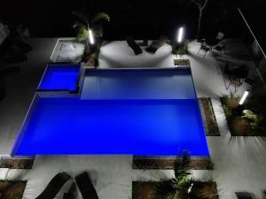 A view of the pool at Luz da Lua Pousada or nearby