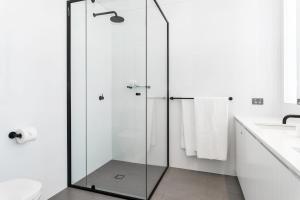 A bathroom at The Colony at Mandoon Estate