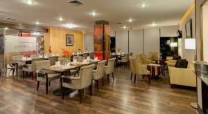Un restaurante o sitio para comer en Studio Hotel Boutique