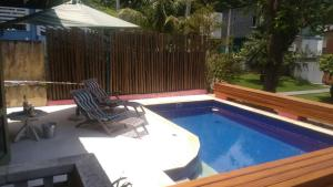 The swimming pool at or near Casa em Toque Toque Pequeno
