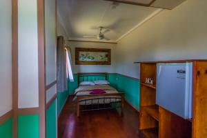 A bed or beds in a room at Jackaroo Treehouse Mission Beach