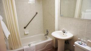 A bathroom at Travelodge by Wyndham Niagara Falls At the Falls