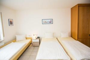 A bed or beds in a room at Hotel Pizzeria VENEZIA