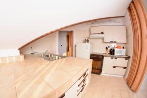 A kitchen or kitchenette at Loft apartment