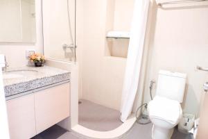 A bathroom at Park Village Rama II