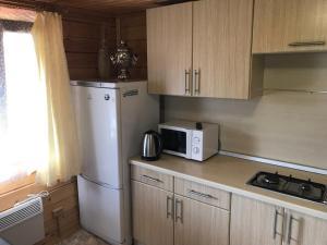Кухня или мини-кухня в Guest House Sebezh