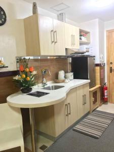 A kitchen or kitchenette at Condotel