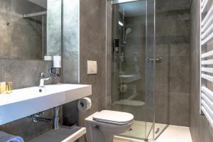 A bathroom at Focus Hotel Poznań
