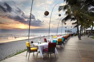 A restaurant or other place to eat at The Samaya Seminyak Bali