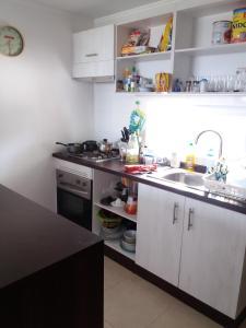 Una cocina o zona de cocina en Departamento Lomas de Papudo 2