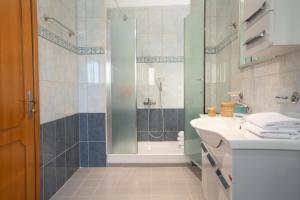 Ένα μπάνιο στο The Lefkadian collection