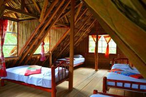 A bed or beds in a room at Hostal Vista Verde Lanquin