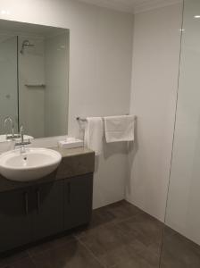 A bathroom at Club Mulwala Resort