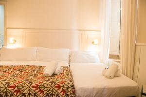 A bed or beds in a room at Hostal Callejon del Agua