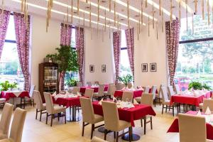 A restaurant or other place to eat at Hotel DAP