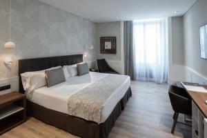 Cama o camas de una habitación en Catalonia Puerta del Sol