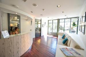 Hall ou réception de l'établissement Hotel Restaurant La Villa Arena