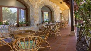 Un restaurante o sitio para comer en Hotel El Angliru