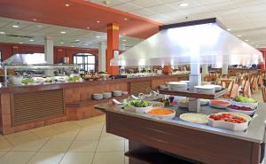 Een restaurant of ander eetgelegenheid bij Labranda Aloe Club