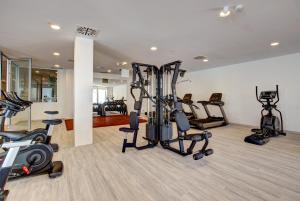 The fitness center and/or fitness facilities at SBH Maxorata Resort