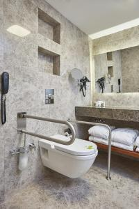 حمام في فندق ريناتا البوتيكي شيشلي