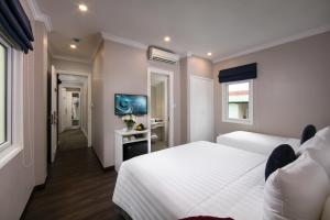 A television and/or entertainment center at Hanoi L'Heritage Centre Hotel & Spa
