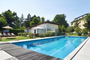 Het zwembad bij of vlak bij Hotel Hirschen in Freiburg-Lehen