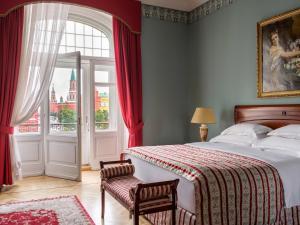 Кровать или кровати в номере Hotel National, a Luxury Collection Hotel, Moscow