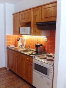 Küche/Küchenzeile in der Unterkunft Résidence Castel Club Leysin Parc
