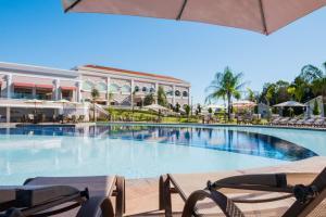 A piscina localizada em Wish Foz do Iguaçu ou nos arredores