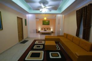 A seating area at Ada Waktu Bed & Breakfast