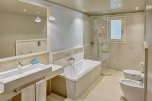 A bathroom at Forte Village Resort - Bouganville