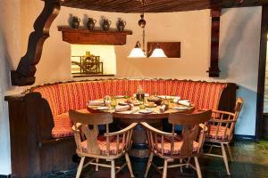 Een restaurant of ander eetgelegenheid bij Steigenberger Airport Hotel Frankfurt