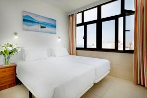 A bed or beds in a room at Hotel Faycán
