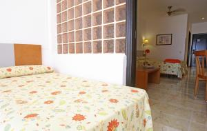 A bed or beds in a room at Labranda Golden Beach