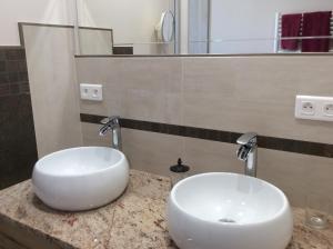 A bathroom at CHEZ ELLES 2
