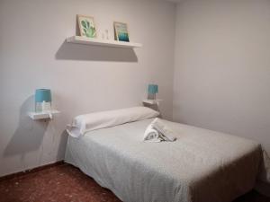 A bed or beds in a room at Apartamentos nueva 13