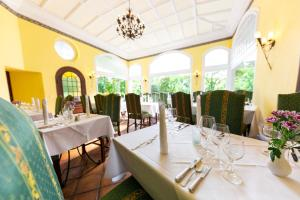 A restaurant or other place to eat at Ringhotel Villa Westerberge