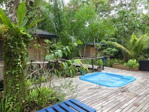 A piscina localizada em Hotel Kangaroo Rio Dulce ou nos arredores